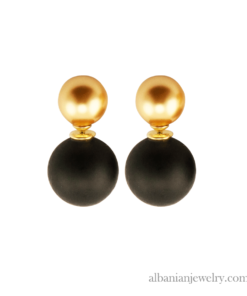Double pearl earrings with gold pearl and black pearl